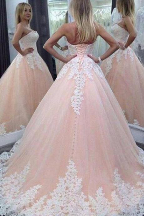 Stunning Sweetheart Floor-Length Wedding Dress with Appliques